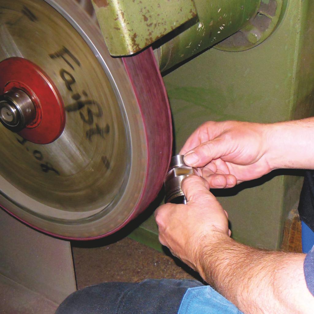 Faisst Armaturen Edelstahl Bearbeitung Schleifgerät Polieren Oberflächenbearbeitung Rauigkeit